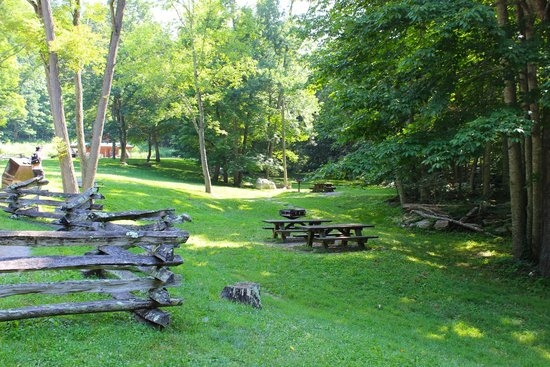 Cascades National Recreation Trail: Picnic area at the base of the mountain.
