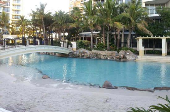 Mantra Towers of Chevron: Great outdoor pool/beach area, bit cold in winter