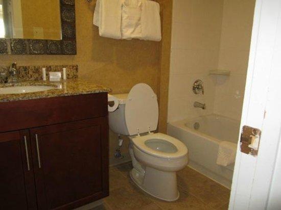 Residence Inn Santa Fe: Downstairs bathroom