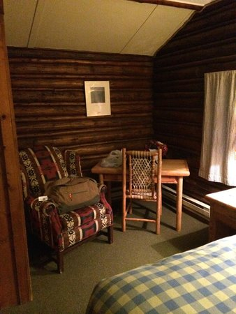The Log Cabin Motel: Sitting area in the bedroom