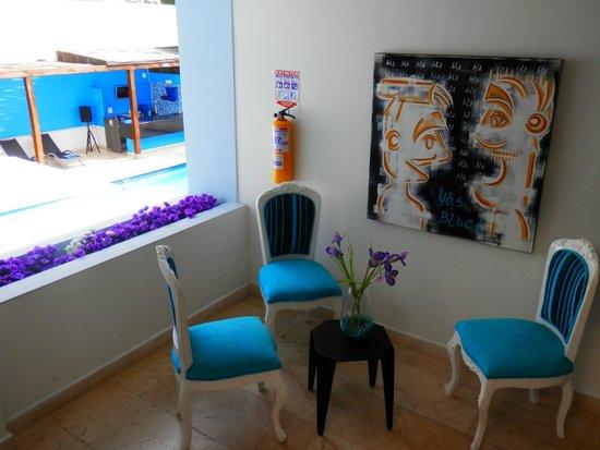 Hotel Blue Concept: petit salon à l'étage