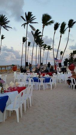 Ocean Blue & Sand: apple vacation dinner on the beach