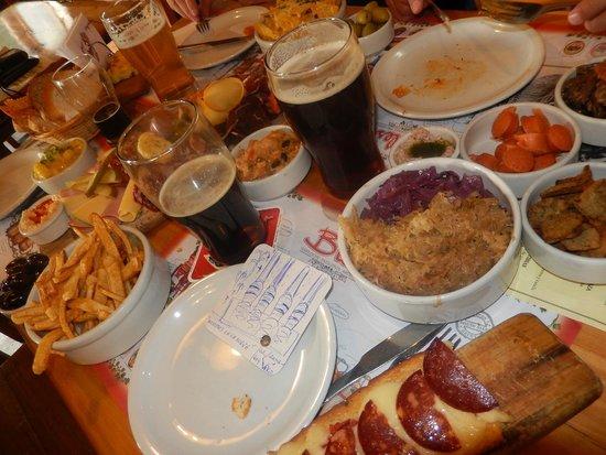Cerveceria Blest: Tábua de queijos e defumados