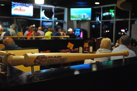 Cleat Chasers: Restaurant area