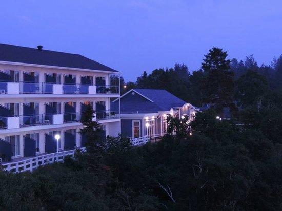 Auberge de la Pointe : Hotel - river side