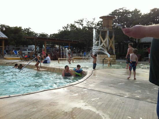 Yogi Bear's Jellystone Park Camp-Resort Hill Country: 3-Foot Pool and Splash Pad