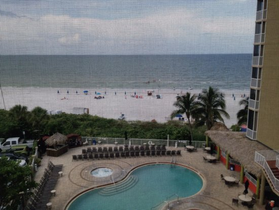 DiamondHead Beach Resort: 4th floor pool/ beach view ( room 401)