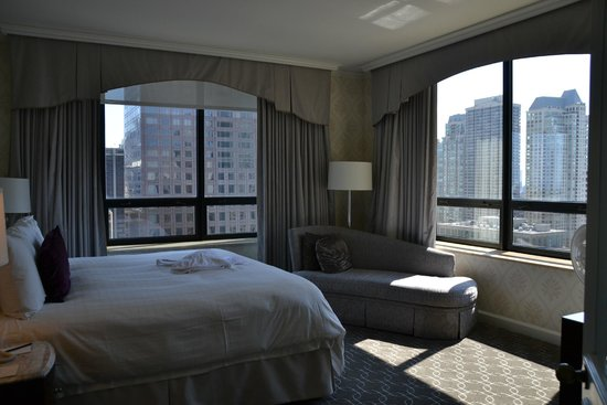 The Ritz-Carlton, Chicago : bedroom