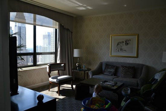 The Ritz-Carlton, Chicago: living room