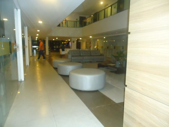 Ritz Suites: Terreo do hotel