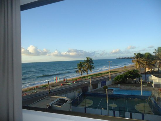 Ritz Suites: Vista do quarto, lateral mar