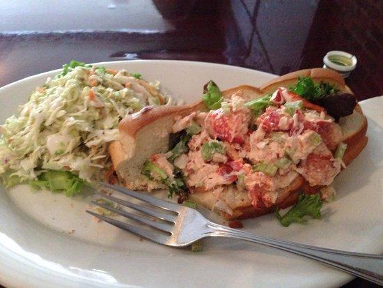 Arnos Main Street Grill: Lobster Roll