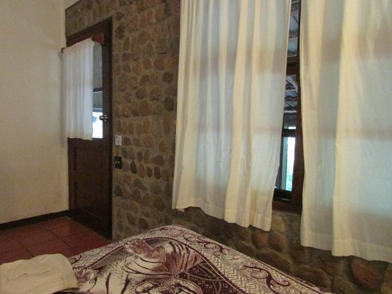 duPlooy's Jungle Lodge: View of door and breezy windows!