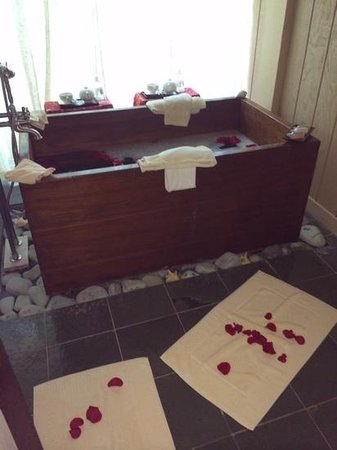Little Palm Island Resort & Spa, A Noble House Resort : love bath at the spa!