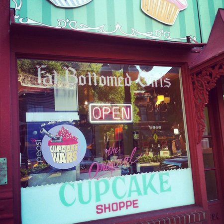 Fat Bottomed Girl's Cupcakes : Store front