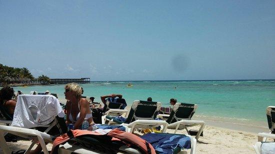 El Dorado Sensimar Riviera Maya: Beach can be crowded but the view is worth it!