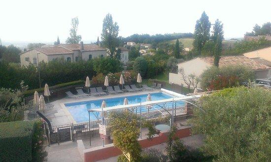 Hôtel Le Pré Saint Michel : View of the pool from the terrace
