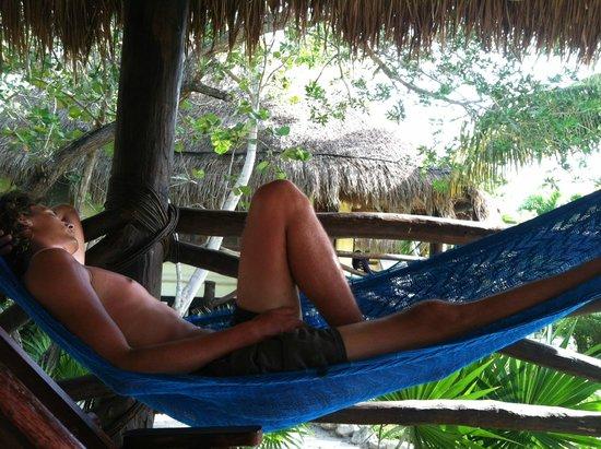 Hotel Villas Delfines: Hammock on porch