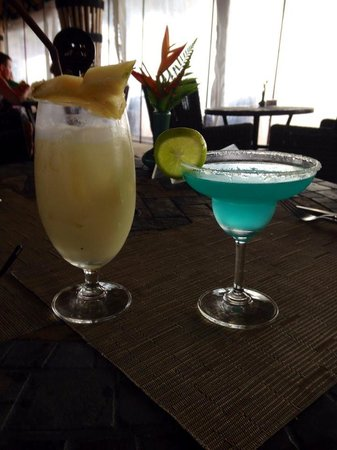 Beyond Resort Khaolak: cocktails at the beach