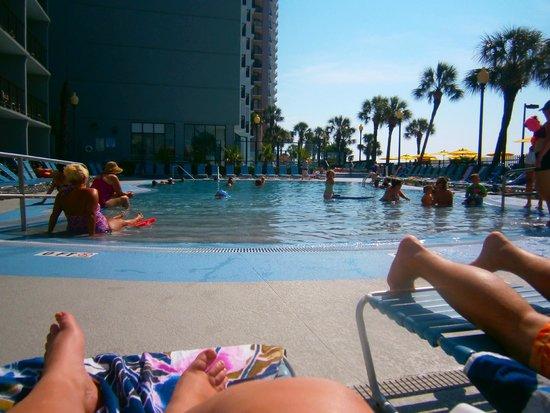 Dayton House Resort: Large pool view.