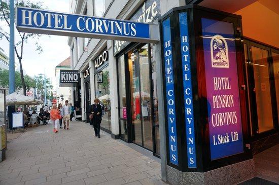 Hotel Pension Corvinus: Street Entrance