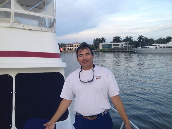 Happy Cruises: Captain Derek