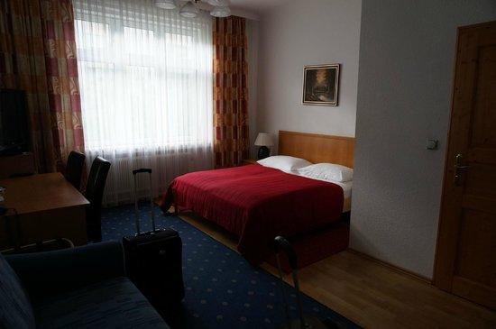 Hotel Pension Corvinus: Room