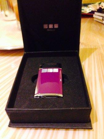 The Ritz-Carlton, Millenia Singapore: ホテルからライターのプレゼントを戴きました。