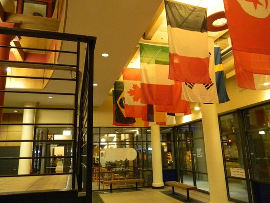 Hostelling International Chicago: Hall