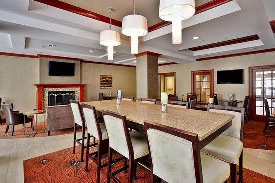 Holiday Inn Express Grand Rapids-North: Breakfast Area/Great Room