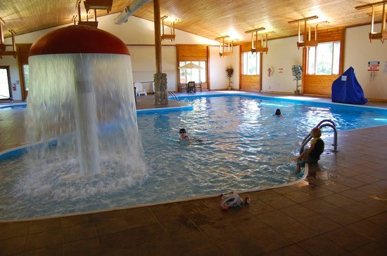 Holiday Inn Express Munising -  Lakeview: Hotel Pool