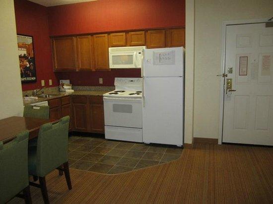 Residence Inn Dallas Park Central : Wonderful, full kitchen