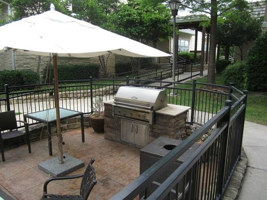 Residence Inn Dallas Park Central: GREAT outdoor space!