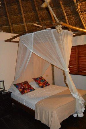 Hotel Villas Delfines: Neat bedding