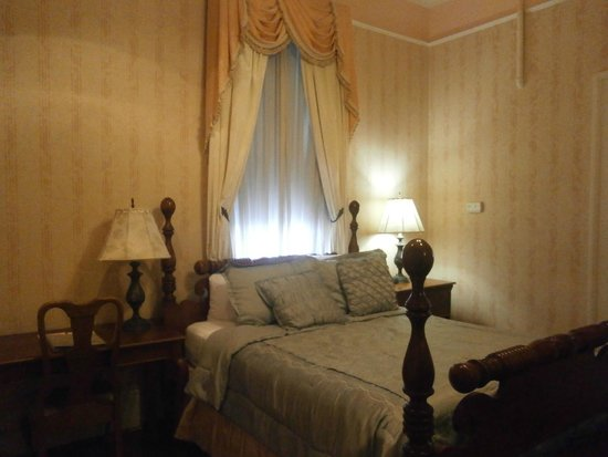 Queen Anne Hotel: We loved the spacious room!