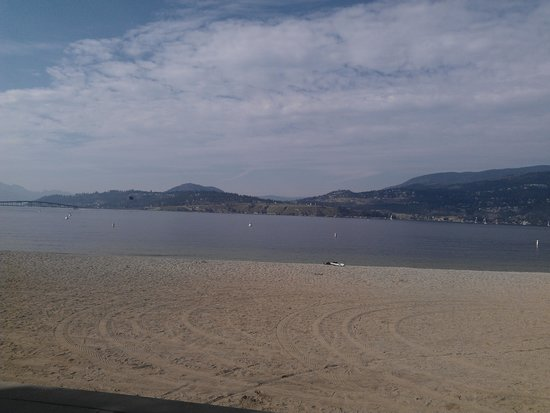 Samesun Kelowna: local beach