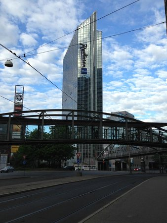 Radisson Blu Plaza Hotel, Oslo: View from street