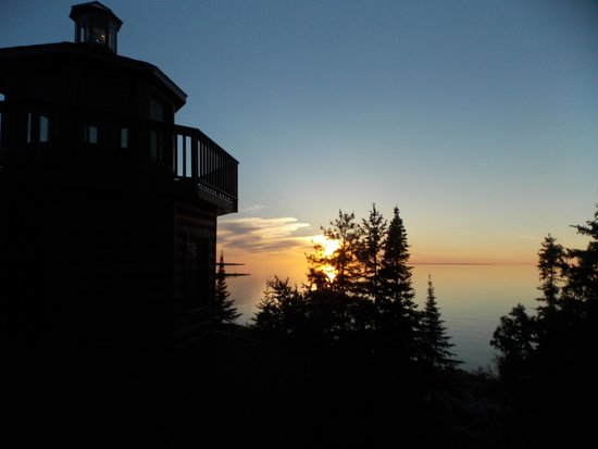 Ninemile Point Bed & Breakfast Inn: The inn's lighthouse at sunset