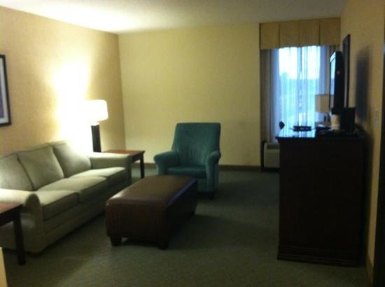 Drury Inn & Suites Jackson Ridgeland: living area of suite, worked well for boardgames, movies and popcorn after the pool