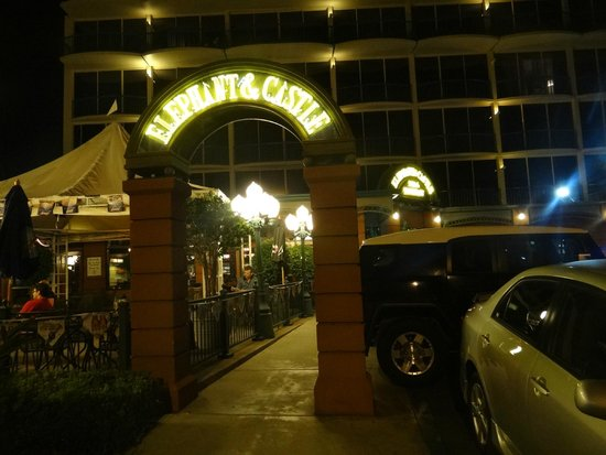 Elephant & Castle Pub & Restaurant: entrada