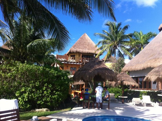 Mahekal Beach Resort : Rooms overlooking the pool area