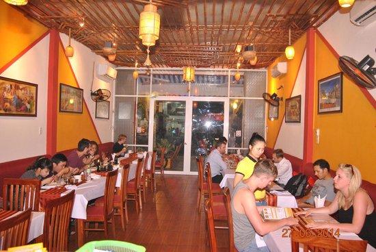 Family Indian Restaurant: inside