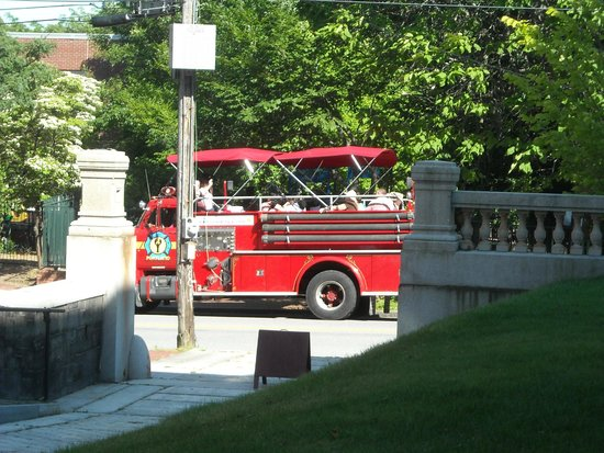 Portland Fire ENgine Co., passing by