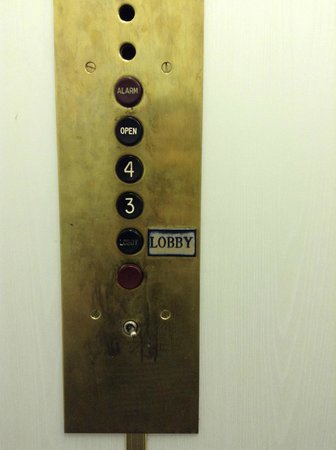 Capital City Center Hotel: Elevator