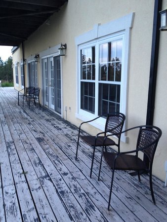 Peregrine Pointe Bed and Breakfast: The deck