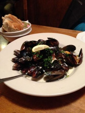 Tavern of Northfield: steamed mussels at the Tavern