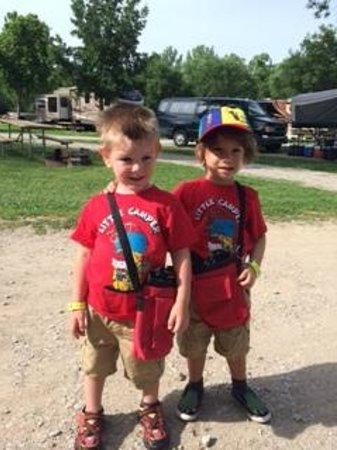 Kansas City West / Lawrence KOA: Liam & Enzo on a campground hike