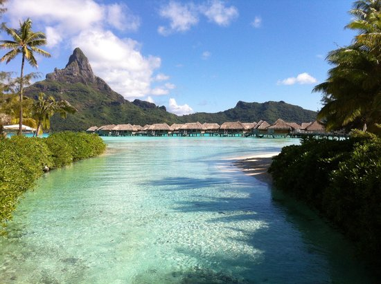 InterContinental Bora Bora Le Moana Resort : View of the hotel mini lagoon