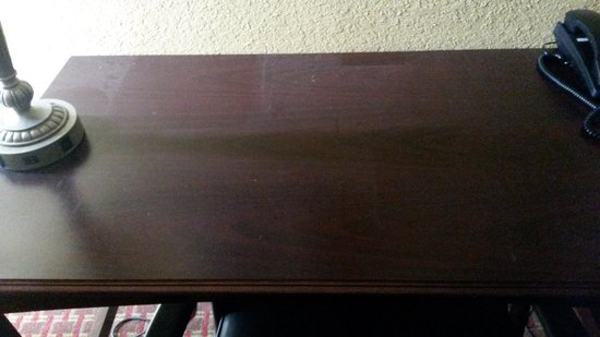 Best Western Daytona Inn Seabreeze: Dusty Desk