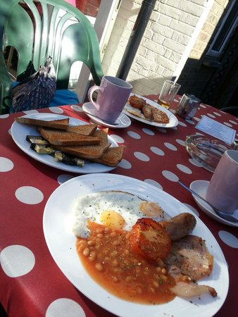 Charlotte Guest House : English breakfast